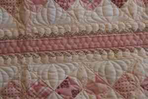 feather free-motion quilting