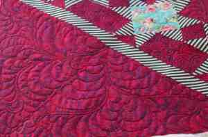 longarm quilting feathers in corners of quilt